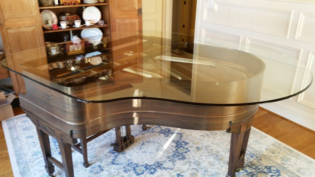 Piano Shaped glass lid wiht bevaled edges