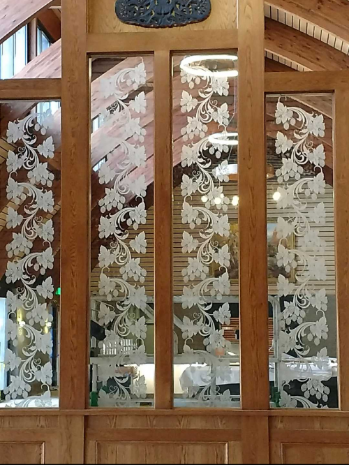 Red Oak Brewery Etched Glass Display